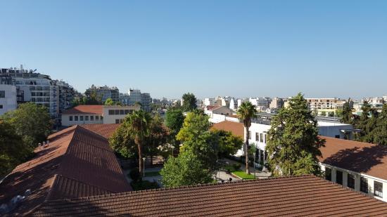 Hotel Diethnes: Blick von der Dachterrasse - keine Akropolis zu sehen, obwohl es angegeben wird