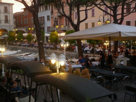 Villa Rosa Hotel: Porto vecchio at dusk