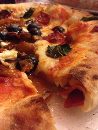https://media-cdn.tripadvisor.com/media/photo-s/09/0c/c7/46/pizzeria-la-terrazza.jpg