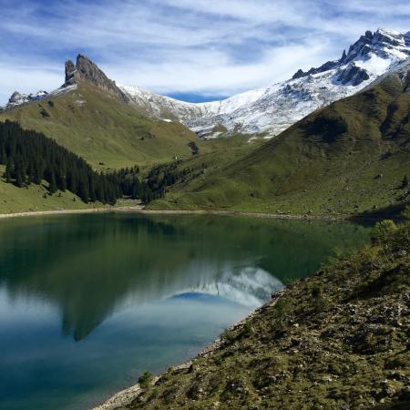 Oberrickenbach, Svizzera: Local lindíssimo , caminhada por trilhas de grau moderado de dificuldade ao redor do lago ... Se