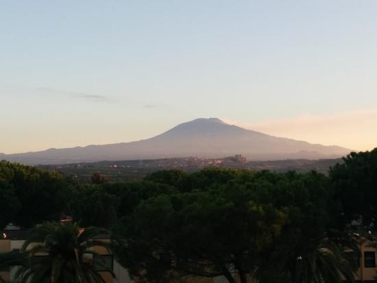 Hotel Sigonella Inn: Vue du 3ème étage / ETNA