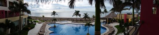 Boca del Rio, Mexico: Pool and beach view from room