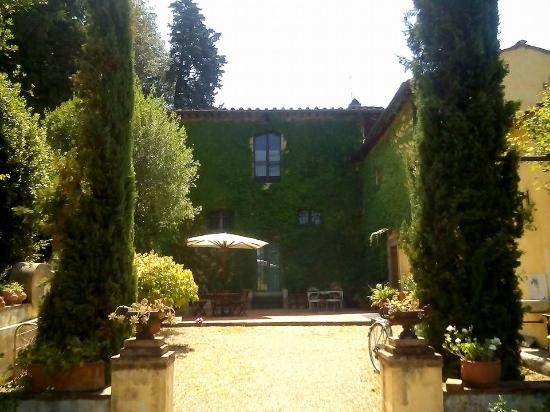 The approach of la Scuderia, Residenza Strozzi, Firenze