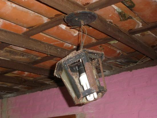 Hotel Marinas: Iluminação Defeituosa