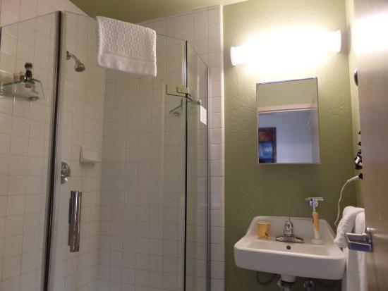 https://media-cdn.tripadvisor.com/media/photo-s/09/0d/1d/b8/hotel-fusion.jpg