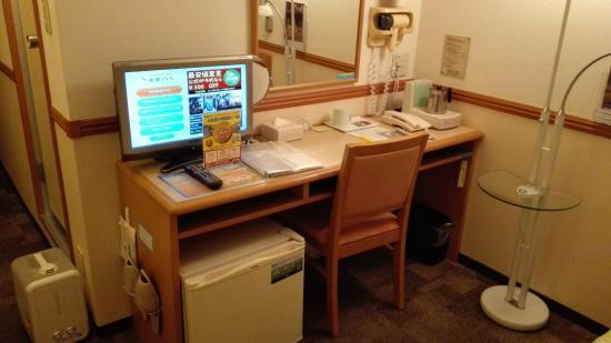 Toyoko Inn Matsuyama Ichiban-cho: コンパクトにまとまった机