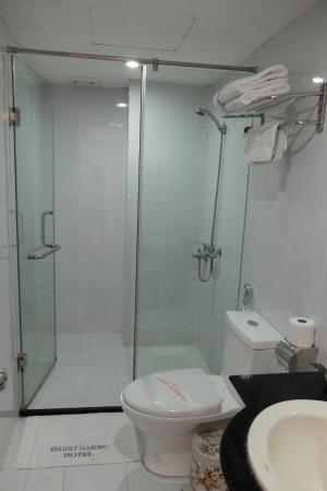 Hanoi Holiday Diamond Hotel: upgraded bathroom