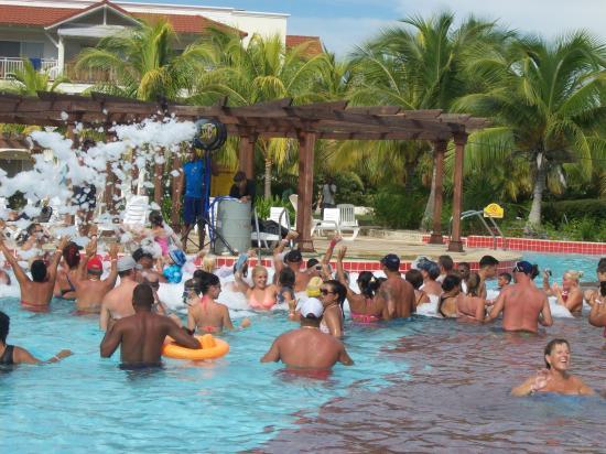 Memories Paraiso Beach Resort Foam Party