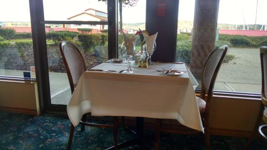 Harbour Grill: Table and View
