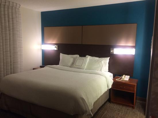 Residence Inn Las Vegas Henderson/Green Valley : Bed Area
