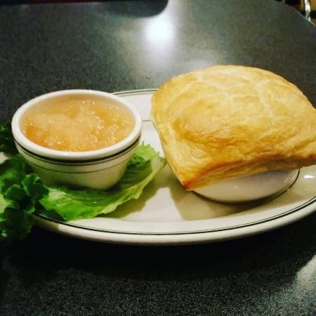 Hubbard Avenue Diner : Chicken pot pie and warm applesauce