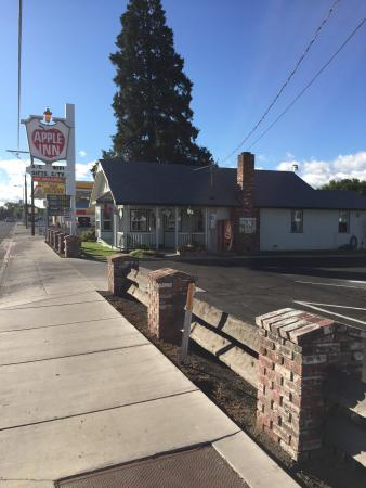Apple Inn Motel: This is a friendly, clean and very hospital place to stay. Laid back quiet clean.