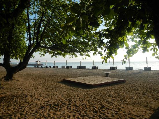 Laghawa Beach Inn: Plage publique