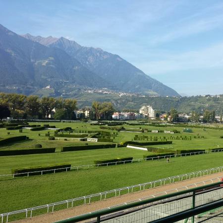 Pferderennplatz: Ippodromo di Merano