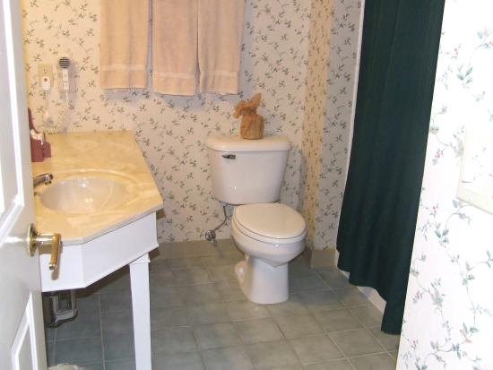 The Country Inn at Camden / Rockport: Bathroom room 143