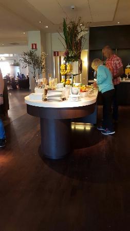 Clarion Collection Hotel Kompaniet: Matsalen med frukostbuffén.