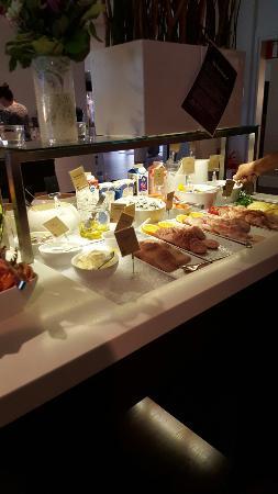 Clarion Collection Hotel Kompaniet : Matsalen med frukostbuffén.