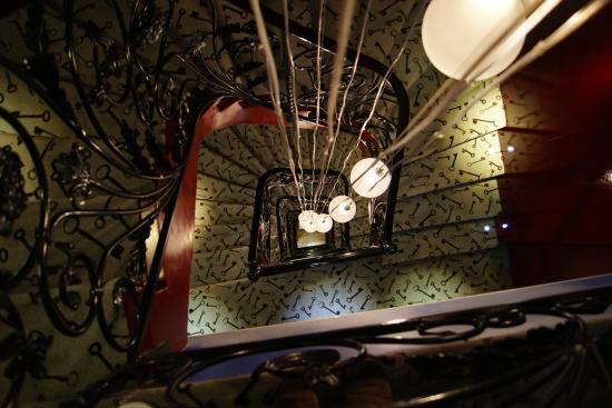The staircase picture of hotel design secret de paris for Hotel design secret paris 9