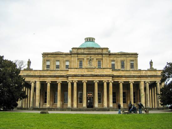 Pittville Pump Room: Magnificent building