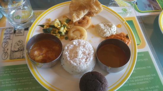 Lemon Tree Vembanad Lake Resort: BF buffet