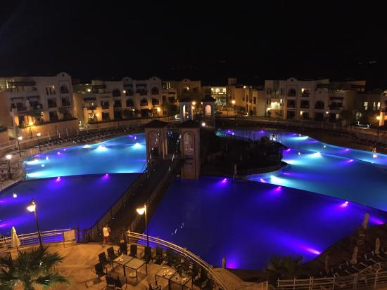 Crowne Plaza Jordan - Dead Sea Resort & Spa: Huge pools in a marvelous place. Special nights.