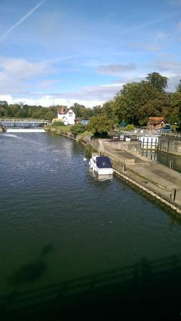Wiltshire, UK: on the Thames at Goring