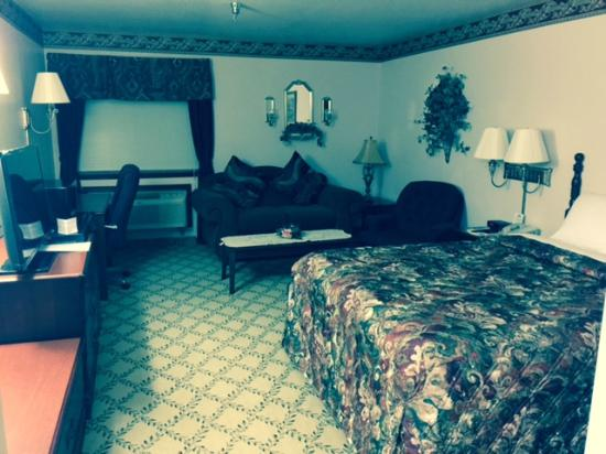 Days Inn Dyersburg: Mini Suite