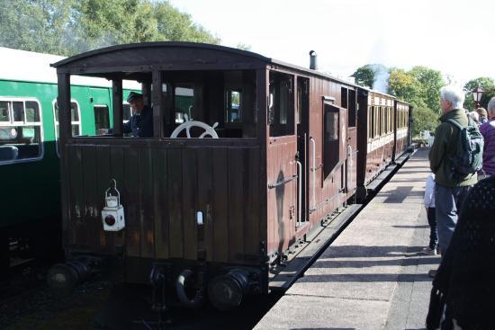 Foxfield Railway: Old knotty train