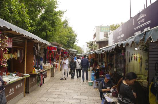 Flowers and Birds Market of Kunming: Great walkway