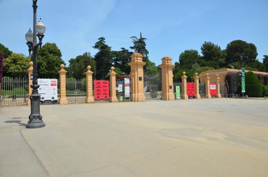 Barcelona, Spain: Entrada al Palau por la Diagonal