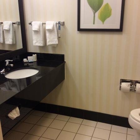 Fairfield Inn & Suites Columbus West/Hilliard: Bathroom