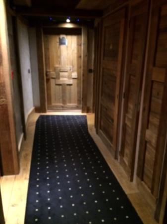 couloir - Photo de Hôtel Les Suites - Maison Bouvier, Tignes ...