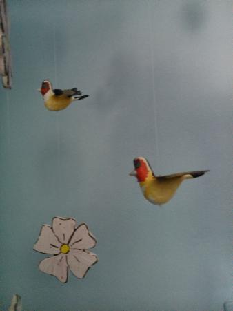 La Titerería: Detalle de flores y pájaro