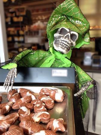 The Chocolate Crown: halloween / sea shells