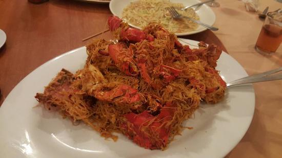 Peranakan birthday noodles - Bild från Ocean Green Seafood Restaurant ...