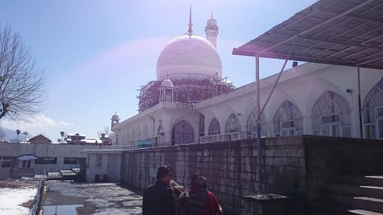 Hazratbal: shrine