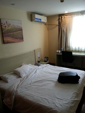 Hanting Express Xi'an Jiaotong University: Bed in second room