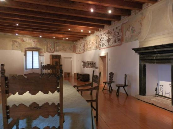 Interno ed arredamenti d 39 epoca picture of castello di for Arredamenti a trento