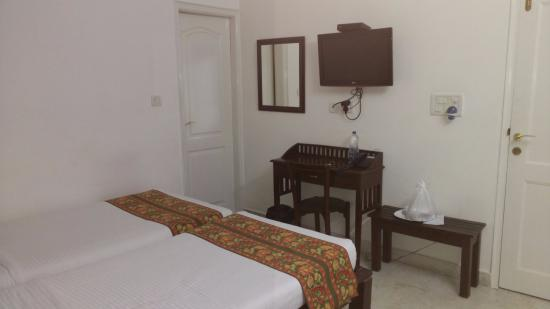 Mehra Residency at the Airport: Room @ Mehra Residency B&B in Dwarka, New Delhi