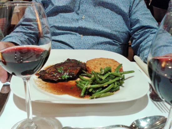 C Est Le Must un bon vin régional et c'est le must - picture of restaurant victor