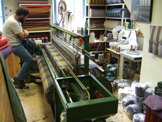 Laxey Woollen Mill and Gallery: The weaver