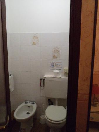 baño - Foto di Hotel Bel Soggiorno, Genova - TripAdvisor
