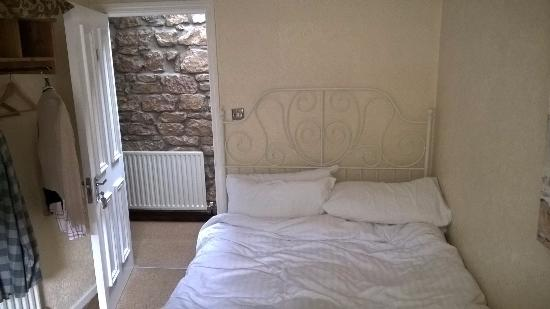 The Sun Inn  Alnmouth  Northumberland: No room at the side of the bed