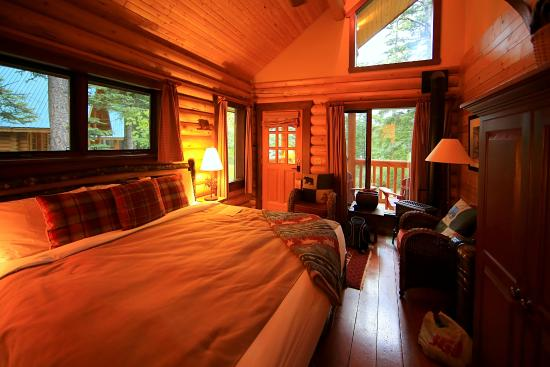 Cathedral Mountain Lodge: Innenraum