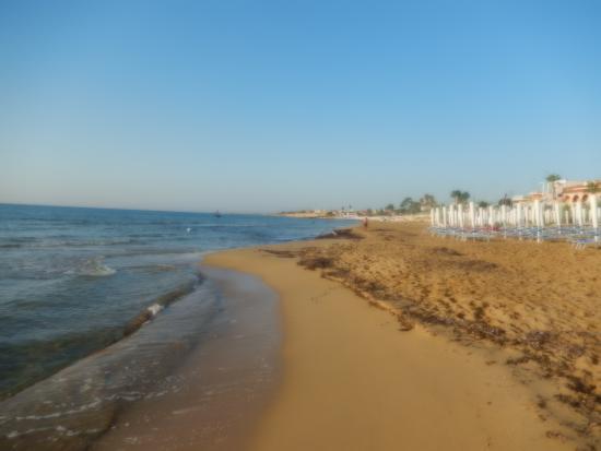 spiaggia vicino al B&B - Foto di B&B La Terrazza sul mare, Avola ...