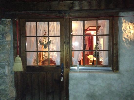 Feutersoey, Suíça: sembra di entrare nella casetta delle fiabe