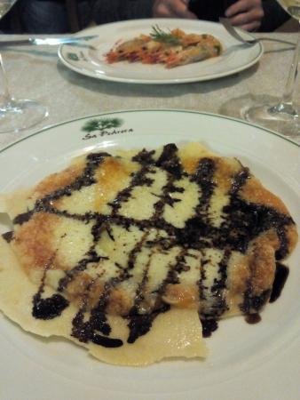 Hotel Sa Pedrera : Formaggio su pane carasau