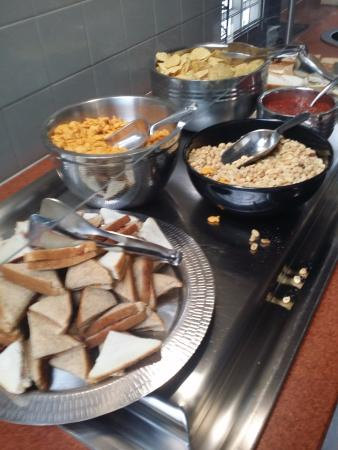 Embassy Suites by HIlton Corpus Christi: snacks at Manager's reception