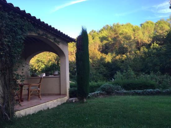Le Rouret, Francia: the front yard
