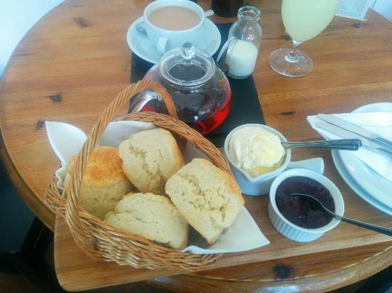 The Old Forge Caffè & Restaurant : Amazing cream tea :-)